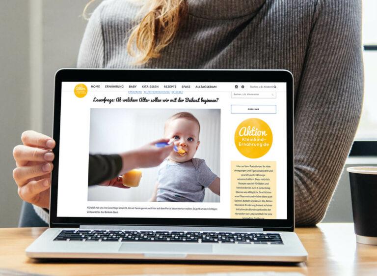 Website über Babies auf Laptop