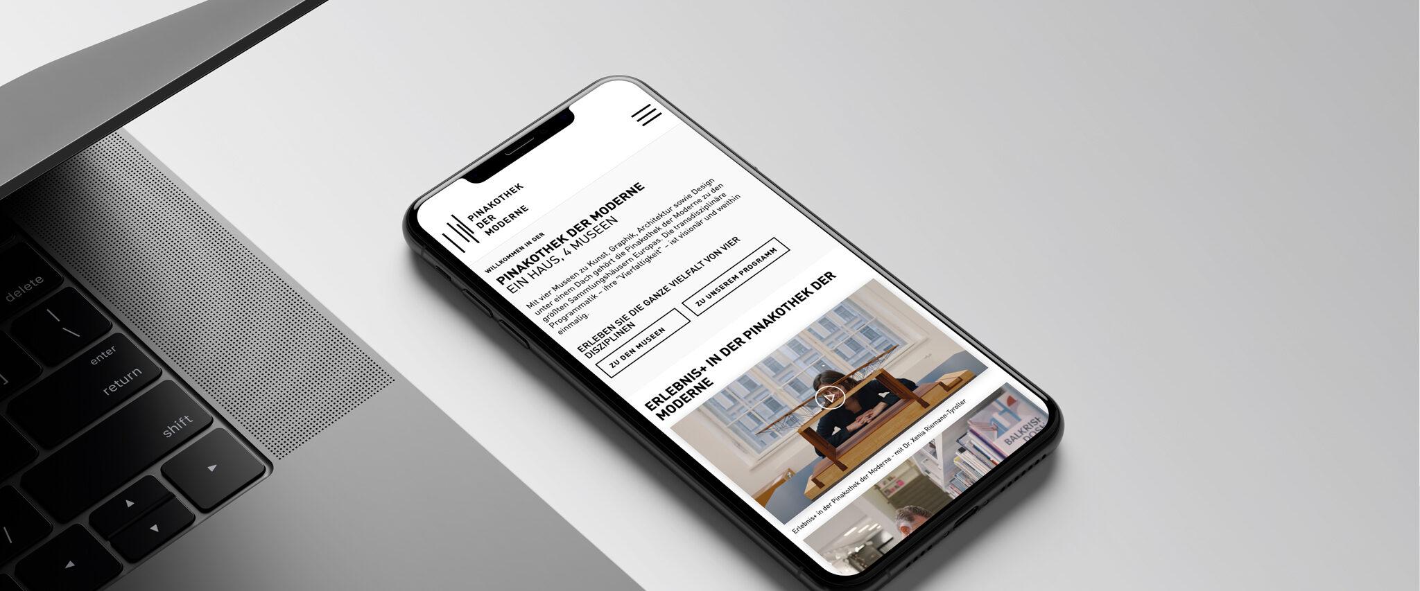 Pinakothek der Moderne Website auf Smartphone